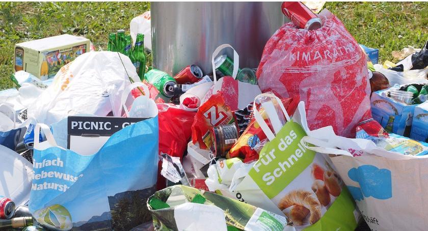 Handel i usługi, Zmiany terminów odbiorów odpadów komunalnych względu Święto Wniebowzięcia Najświętszej Maryi - zdjęcie, fotografia
