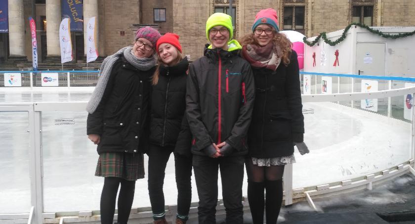 Ludzie PKiN, Weronika Marysia Agnieszka Stasiek odwiedzili lodowisko - zdjęcie, fotografia